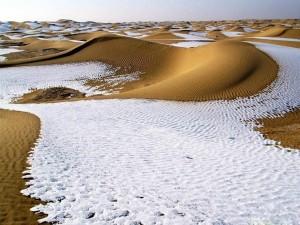 В пустыне Сахара второй раз за зиму выпал снег Всего за последние 37 лет снегопад в Сахаре наблюдался четыре раза.