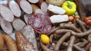 Для полукопченых колбас утвердили новый ГОСТ До сих пор был лишь свод правил на отдельные наименования.