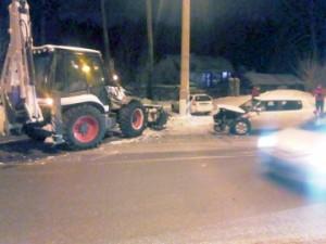 В Тольятти снегоуборочный Bobcat врезался в иномарку Skoda Fabia