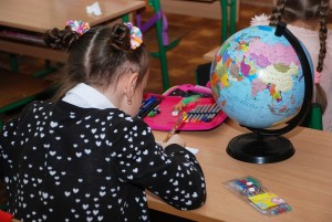 Лидерами по доходности в абсолютных значениях являются преподаватели вузов и научные сотрудники. С 2013 года их зарплата выросла в полтора раза и составляет в Самарской области порядка 52-53 тысяч рублей.