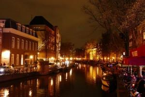 Муниципалитет Амстердама ужесточил правила посещения Квартала красных фонарей организованными группами, предупреждает АТОР. В частности, они запретили фотографировать проституток и разглядывать их в составе экскурсионной группы.