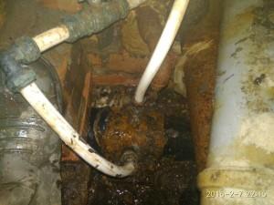 В Самаре обнаружили незаконные врезки в водопровод около самовольной канализации Служба безопасности СКС проводит расследование.