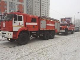 На ул. Фадеева в Самаре тушили крупный пожар в квартире, огнем поврежден балкон С огнем боролись 24 человека.