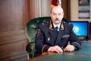 Начальник ГУ МВД России по Самарской области Александр Винников поздравил сотрудниц с Международным женским днем