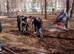 Участники субботника своим примером показали детям и взрослым как важно не быть равнодушным и принести пользу своему городу, приняв участие в традиционной весенней уборке.