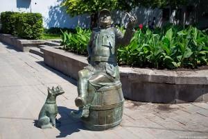 В Самаре укрепили собаку скульптурной композиции «Бравый солдат Швейк»
