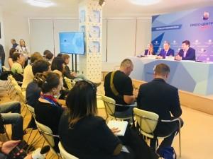 Для журналистов созданы все условия: рабочие места с компьютерами и доступом в интернет, Wi-Fi, зона печати, зал для пресс-конференции и т.д.