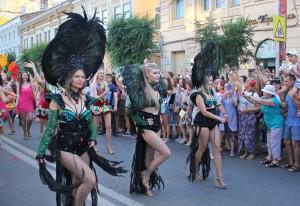 В Самаре по ул. Куйбышева прошел карнавал в честь ЧМ: ФОТО