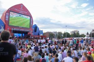 Множество самарцев смотрели в фан-зоне матч между сборными Англии и Швеции: ФОТО