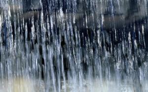 Неблагоприятные метеоусловия могут послужить причиной возникновения чрезвычайных происшествий: обрывов линий электропередач, падения деревьев и слабо закрепленных конструкций, увеличения количества дорожно-транспортных происшествий.