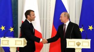 Эммануэль Макрон посетит финальный матч чемпионата мира в Москве. В Кремле заявили, что в ходе поездки французского президента запланированы его контакты с Владимиром Путиным.