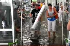В Самаре ливнем затопило гипермаркет «Леруа Мерлен» в ТЦ «Космопорт»: видео