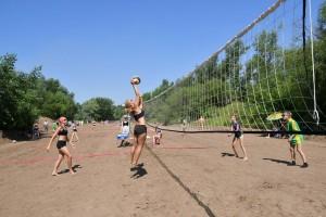 В программу мероприятия входят соревнования по пляжному футболу и пляжному волейболу. Игры проходят одновременно на 30 волейбольных и 9 футбольных площадках.