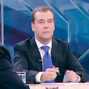 Медведев не исключил уголовного преследования за увольнение пожилых работников