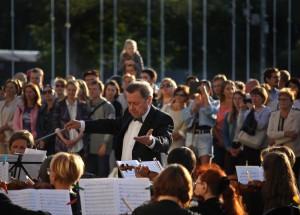 В Самаре на площади Куйбышева прошел концерт классической музыки: ФОТО Он был приурочен к открытию 88 театрального сезона.