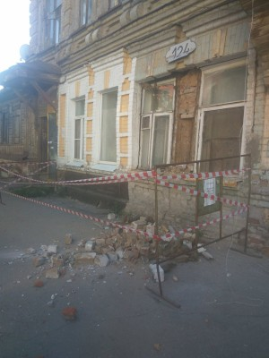 В доме на Садовой в Самаре осыпался фасад