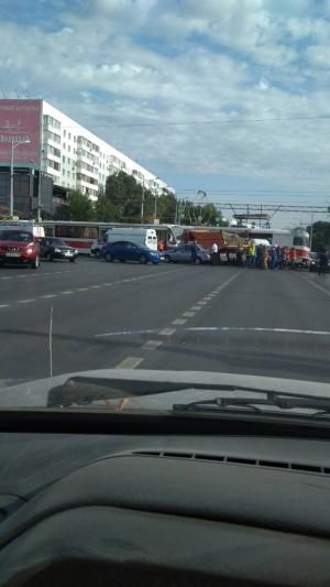 В Самаре КАМАЗ на Московском шоссе столкнулся с двумя трамваями Полицейские работают на месте крупного ДТП