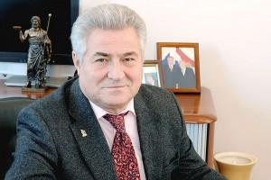 Гостем ситуационного центра наблюдения за выборами стал председатель Совета ректоров Самарской области, ректор Самарского медицинского университета Геннадий Котельников.