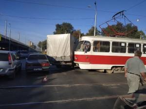 В Самаре трамвай столкнулся с грузовой «Газелью» Авария произошла на пересечении Заводского шоссе и проспекта Кирова.