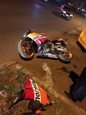 В Самаре 19-летний автомобилист сбил мотоциклиста Тот с травмами попал в больницу.