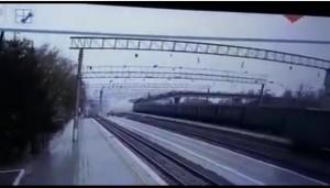 Обрушение моста над Транссибом в Приамурье попало на видео